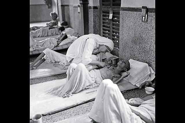 4. Mother Teresa (1910-1997)