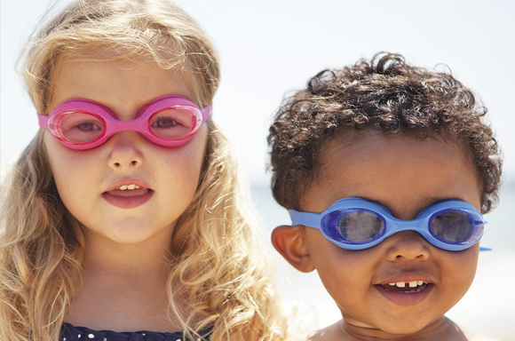 2. Remove deposits from swimming goggles.
