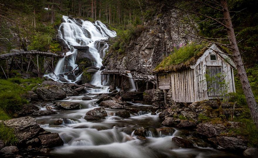 7. Kvednafossen waterfall