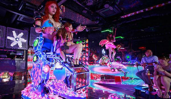 Gigantic robot show!
