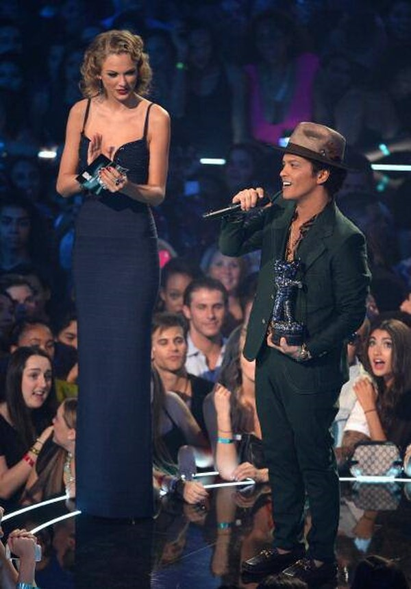 Bruno Mars right next to Taylor Swift