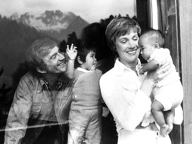 ¿Did you know that Julie Andrew was one of the first women to adopt?
