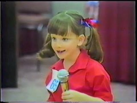 Melissa Rauch (Bernadette) in her first time on TV