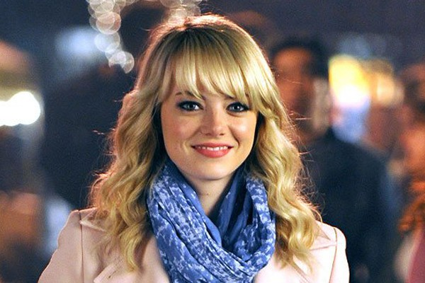 The natural hair of Emma Stone