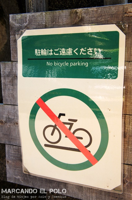 It is forbidden to park bicycles on the street