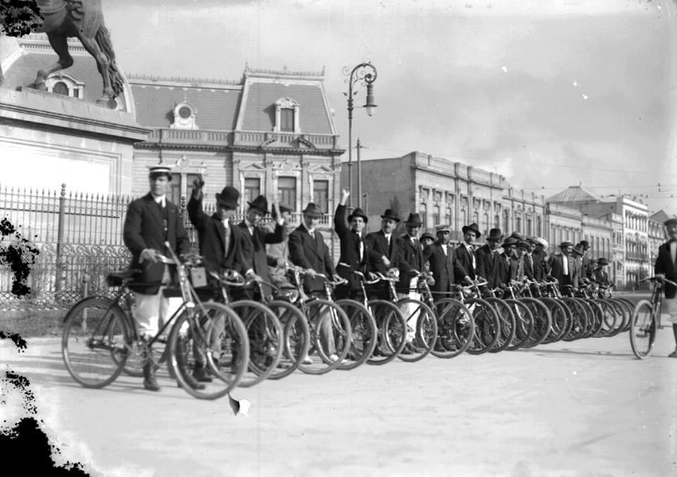 Bicycles in the Glorieta del Caballito