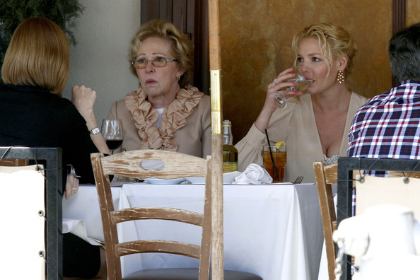 Katherine Heigl goes everywhere with her mother