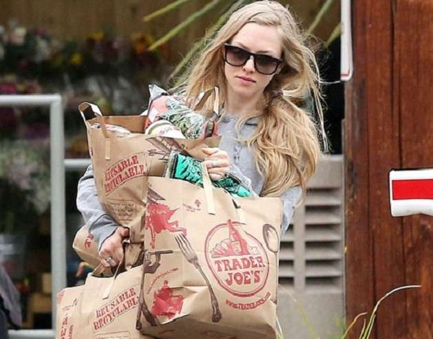 Amanda Seyfried goes grocery shopping
