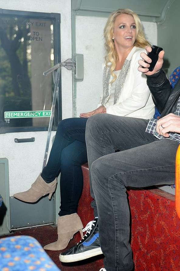 Britney Spears rides the metro