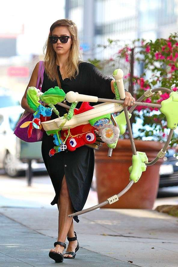 Jessica Alba being a mom