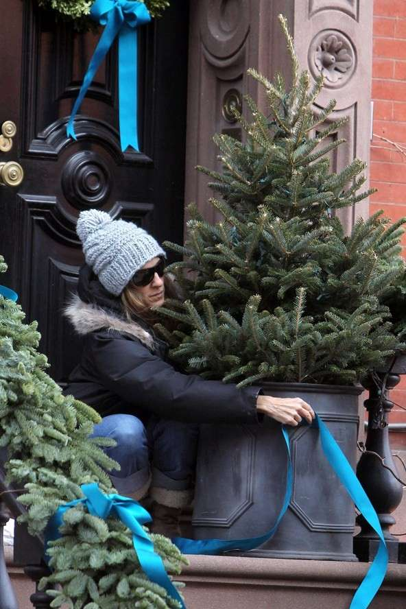 Sarah Jessica Parker decorates her house for Christmas