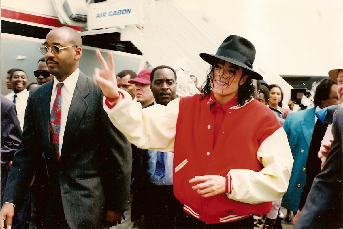What the signature tells us about Michael Jackson