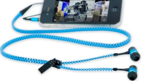 Zipper-style headphones so they do not twist
