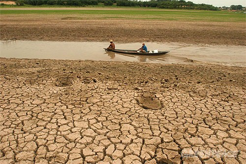 Droughts seize the planet
