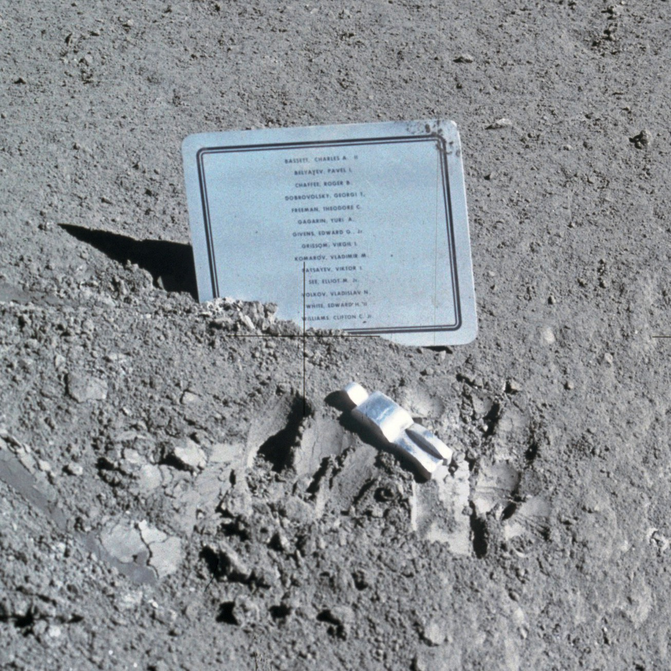 The tribute on the moon to the missing astronauts