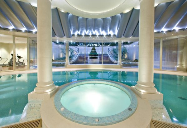 Jacuzzi + swimming pool