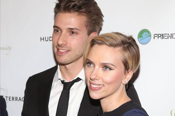 Scarlett Johansson and her twin Hunter